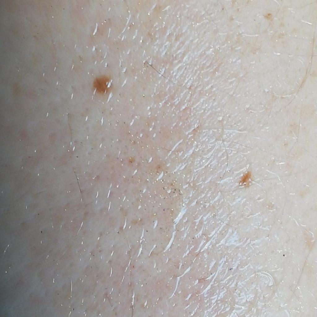 Öl auf der Haut direkt nach dem Auftragen