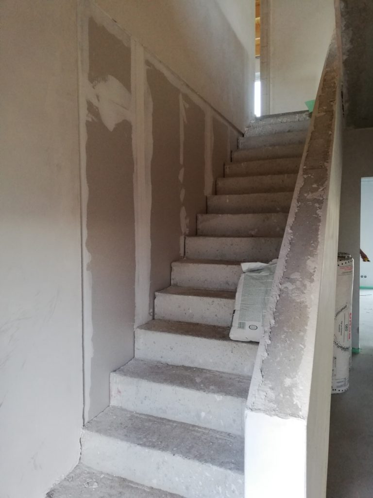 Trockenbauwand zwischen Treppe und HWR