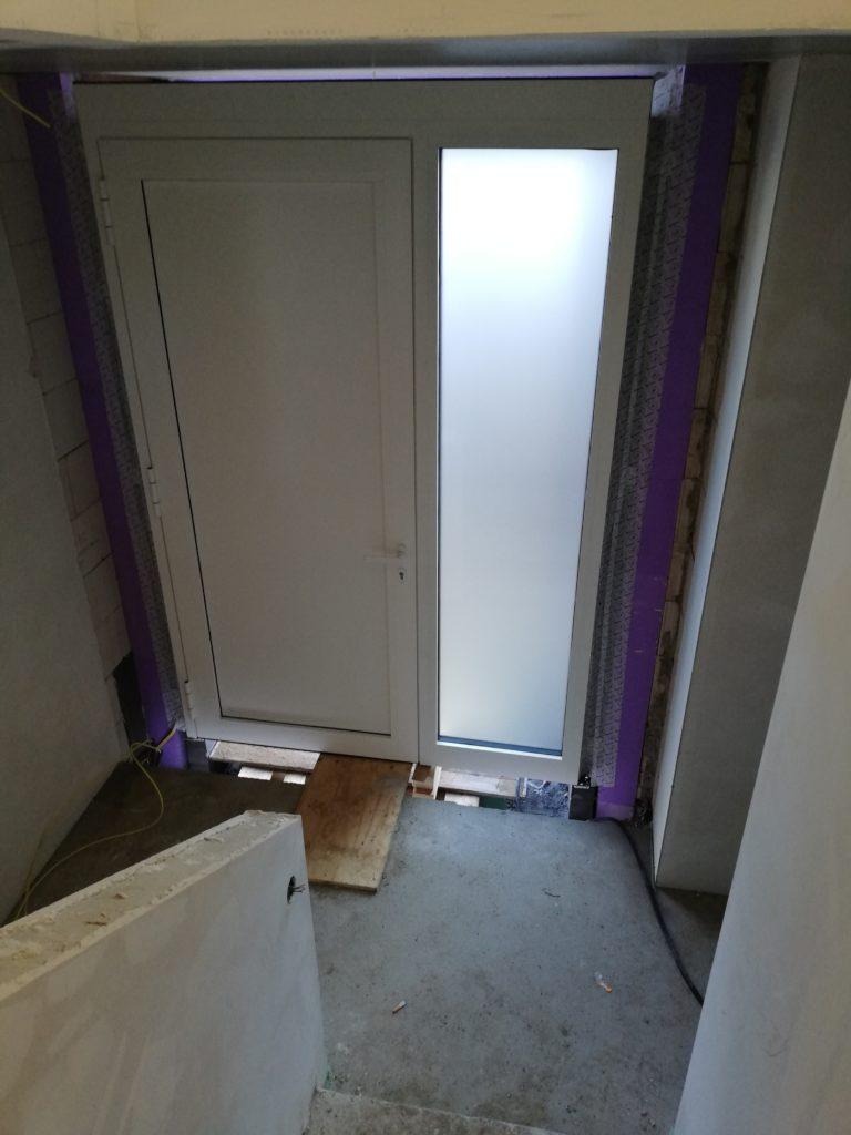 Haustüre von der Treppe aus