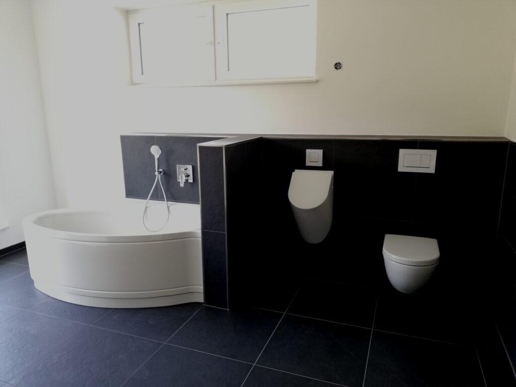 Urinal und WC