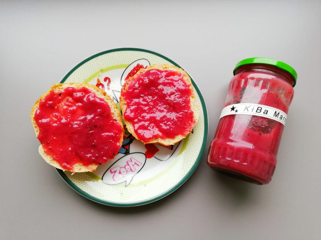 KiBa Marmelade auf Brötchen