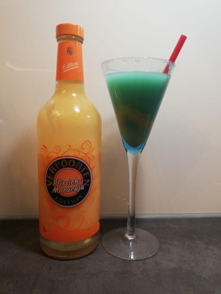 Cocktail: Pfirsich-Maracuja Eierlikör mit Blue Curacao und Sprite